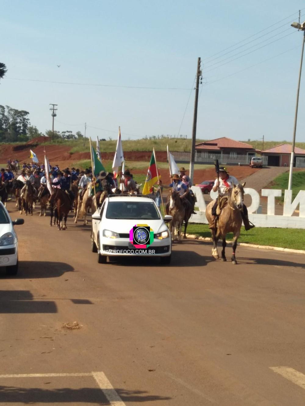 Chegada dos cavalarianos na Praça Redenção em Redentora - RD Foco