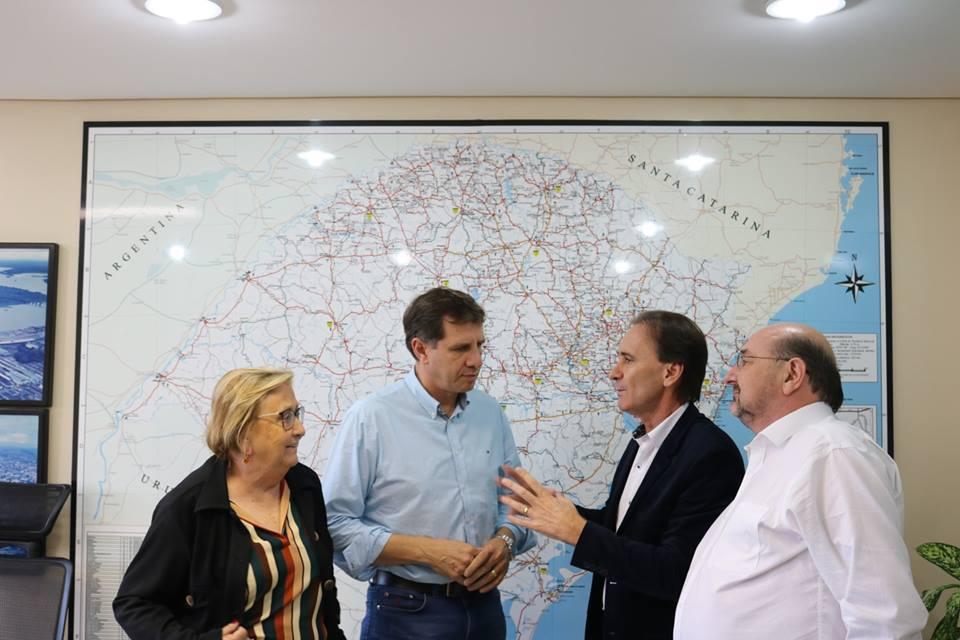 Parlamentares pressionam o secretário de Transportes para que a obra seja priorizada (Foto: Gabinete Deputado Ernani Polo/Divulgação)
