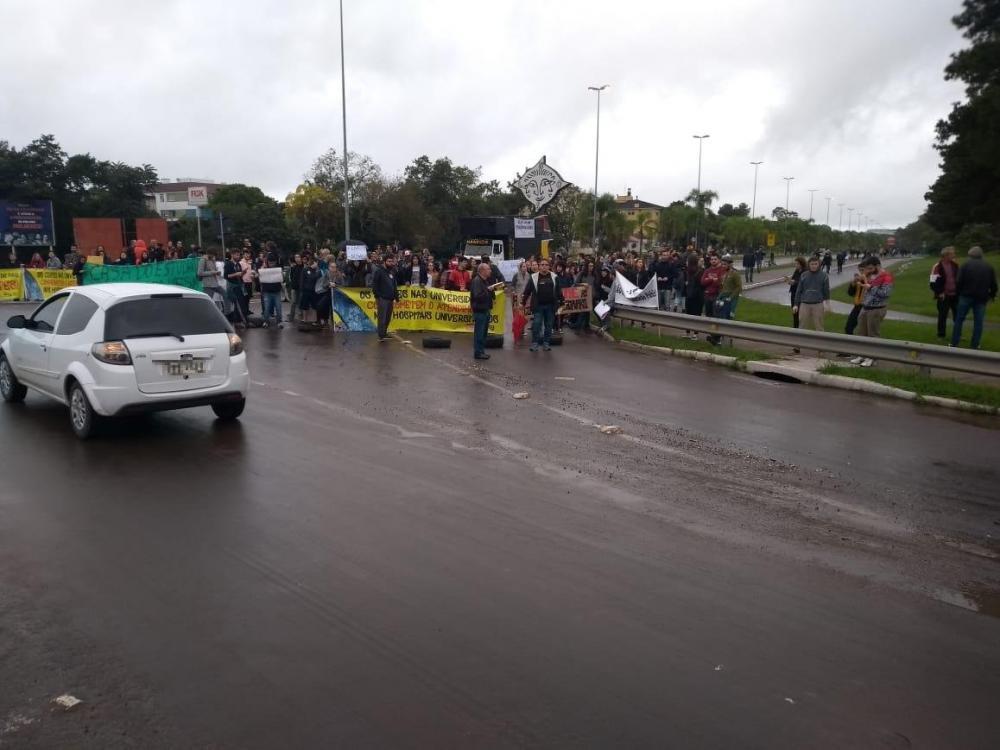 O acesso ao campus foi bloqueado | Foto: Renato Oliveira / Especial / CP