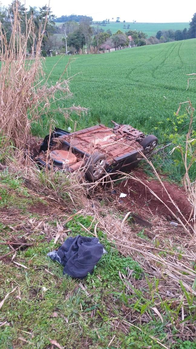 Capotamento na BR-285, entre Ijuí e Coronel Barros deixa duas pessoas feridas.