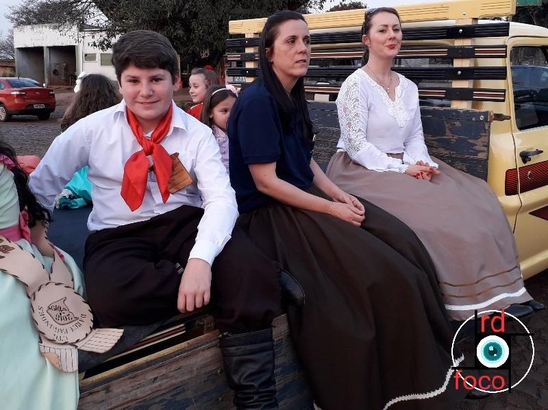 CTG Darcy Fagundes acende a Chama Crioula na Escola Feliciano Jorge Alberto em Redentora