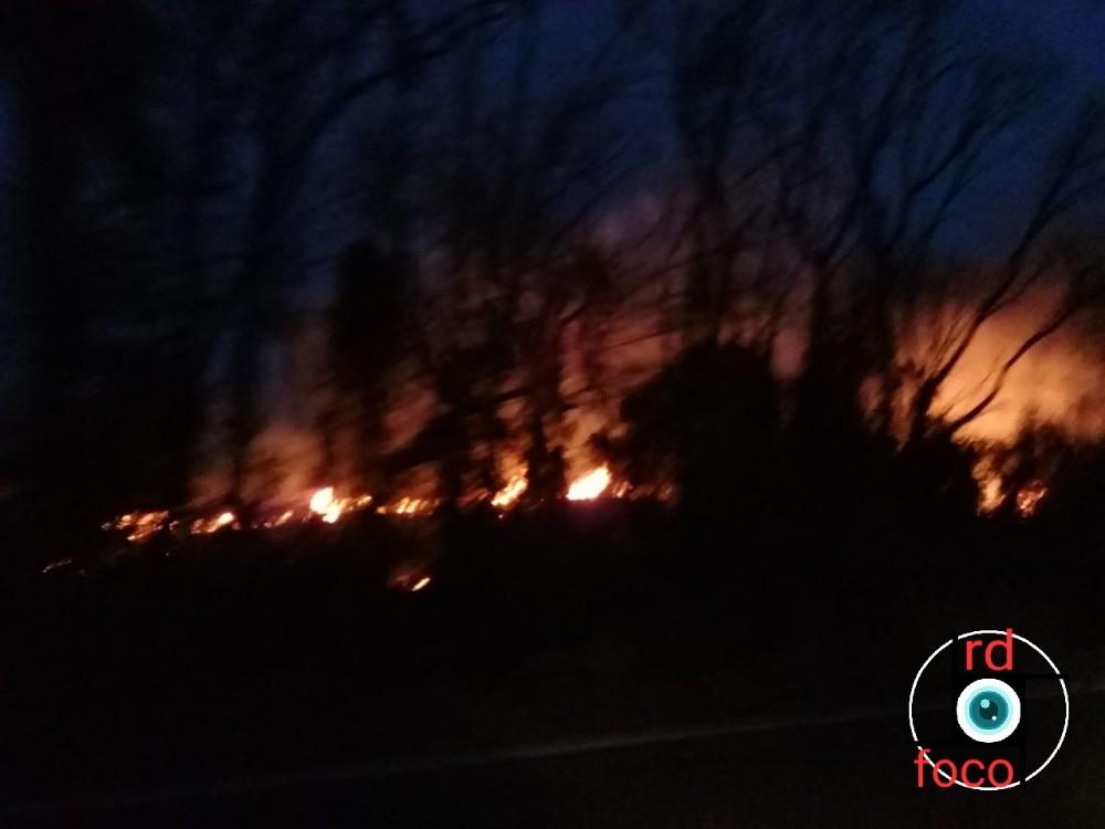 Incêndio às margens da ERS 330 em Redentora