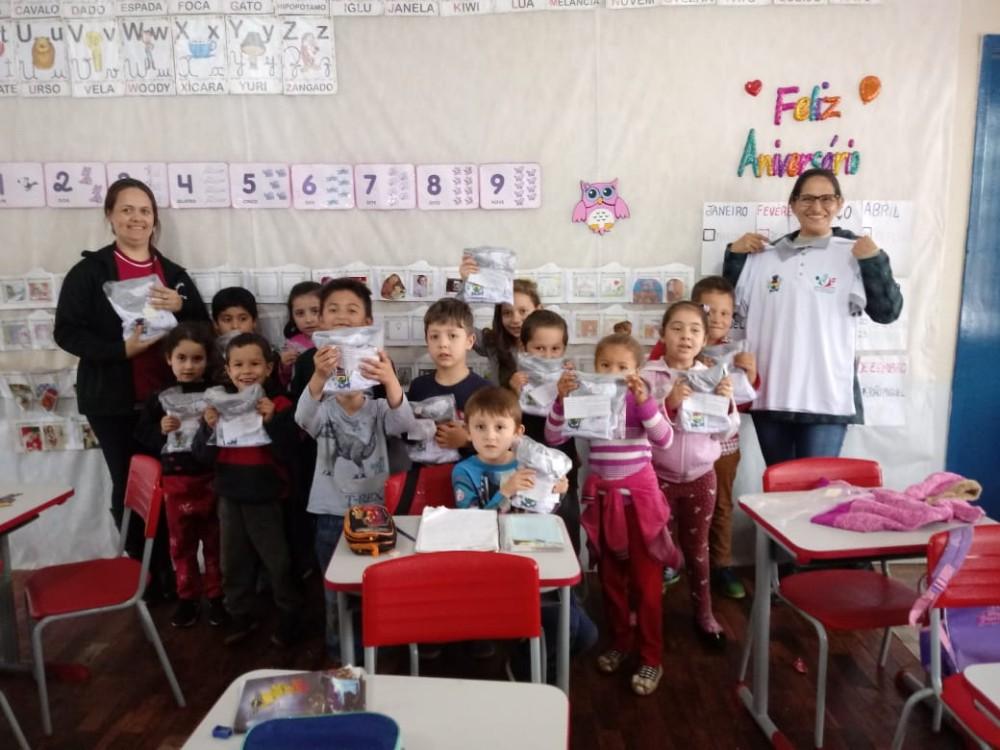 Redentora: Administração Municipal entrega uniformes às Escolas Municipais