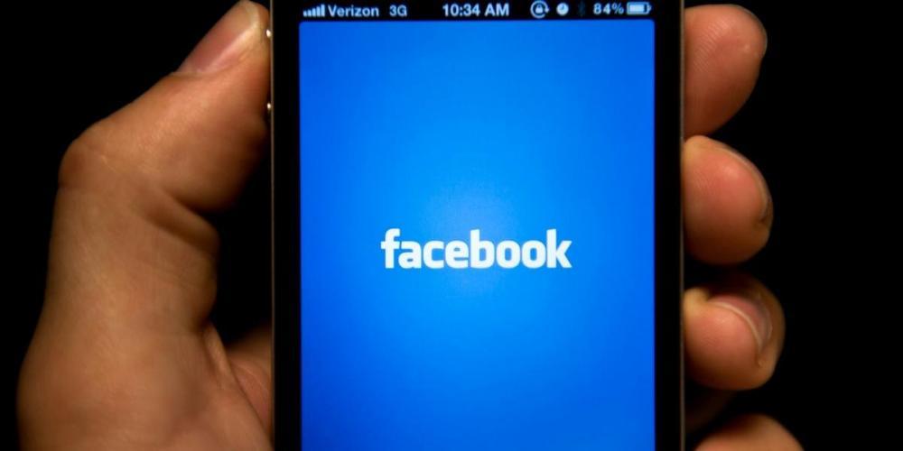 Há dificuldade para visualizar imagens e vídeos no Facebook | Foto: Brendan SMIALOWSKI / AFP / CP