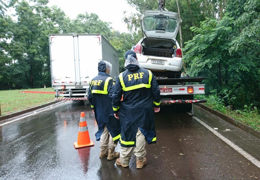 Motorista fica preso às ferragens após saída de pista na BR-285, em Passo Fundo