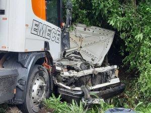 Homem morre em acidente entre picape e caminhão na ERS-122, em Farroupilha
