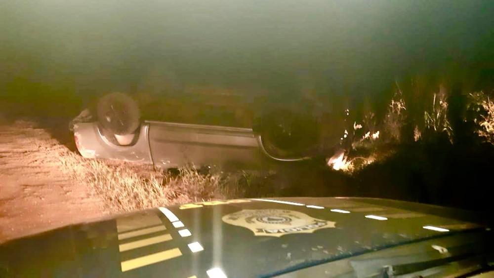 PRF prende traficante que fugiu da abordagem e capotou caminhonete na BR-386 em Iraí