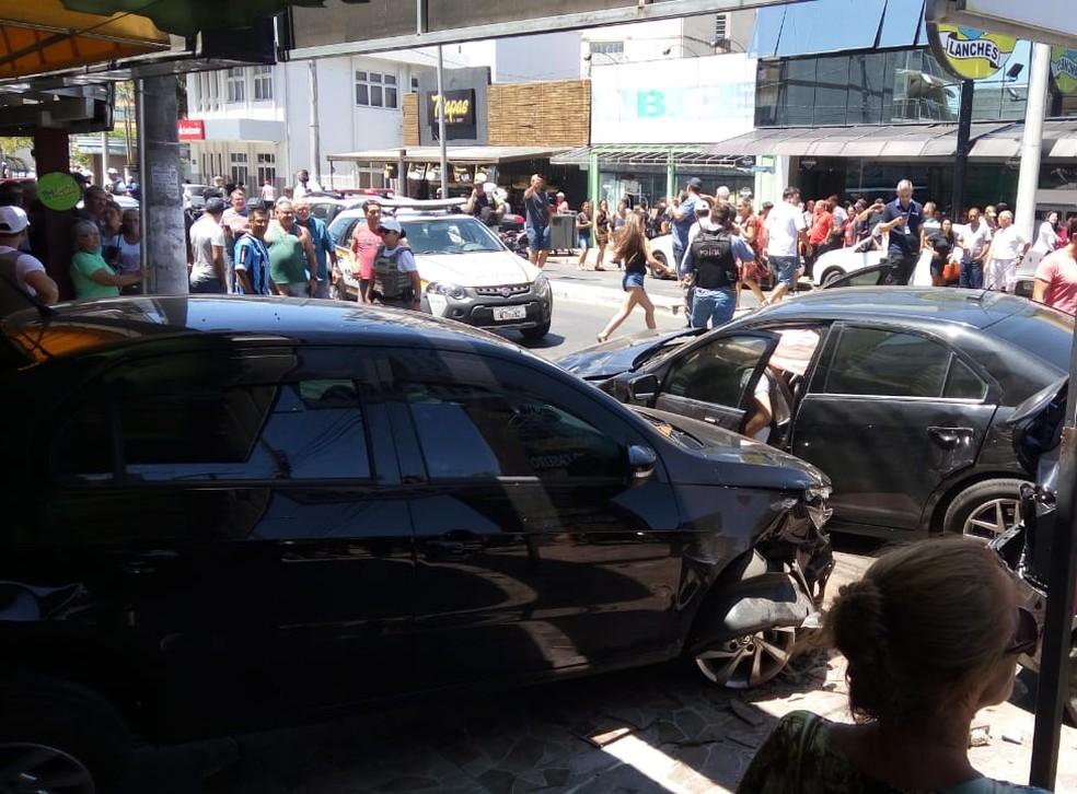 Homem fugiu de abordagem policial e colidiu em quatro veículos — Foto: Brigada Militar/Divulgação