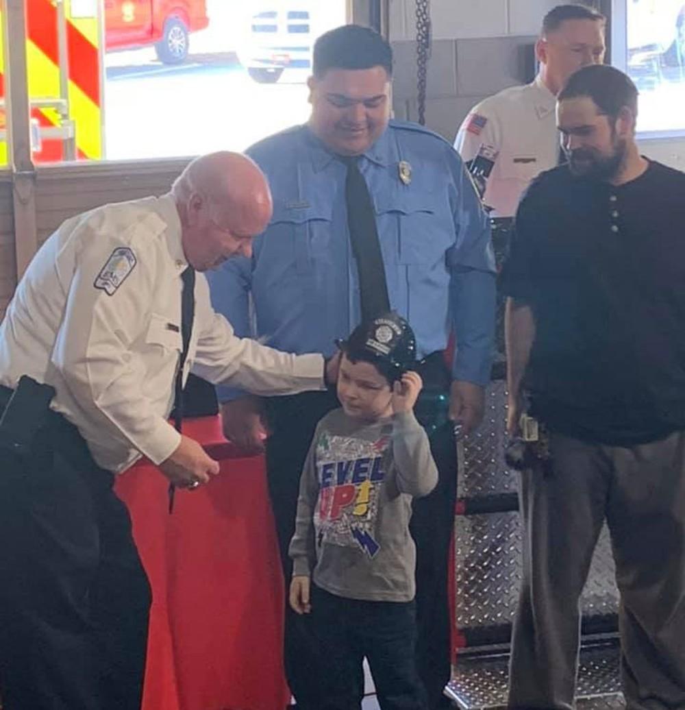 Menino de cinco anos salva toda a família de incêndio