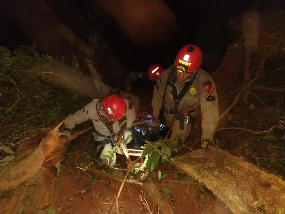 Corpo de motorista foi resgatado às 5h deste sábado (15) — Foto: Eduardo Bomfim/Arquivo pessoal