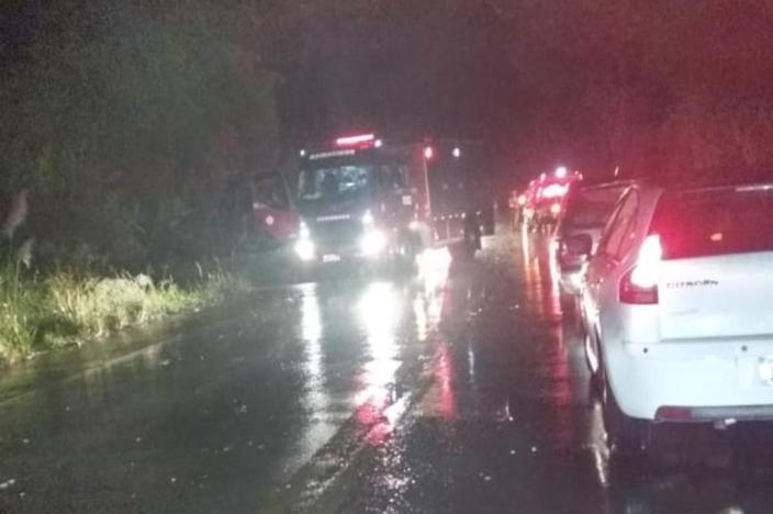 Acidente na Rota do Sol, em Caxias do Sul, fez com que um ônibus tombasse às margens da rodovia, provocando congestionamento - Foto:Vagner Montezano / Arquivo Pessoal