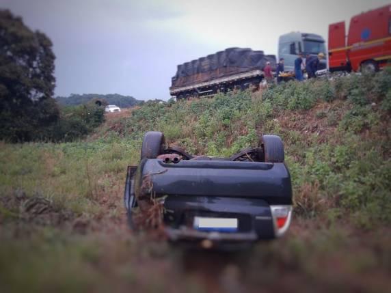 Acidente aconteceu por volta das 17h50, no km 68 da BR-153, em Erechim. — Foto: Corpo de Bombeiros Erechim/Divulgação