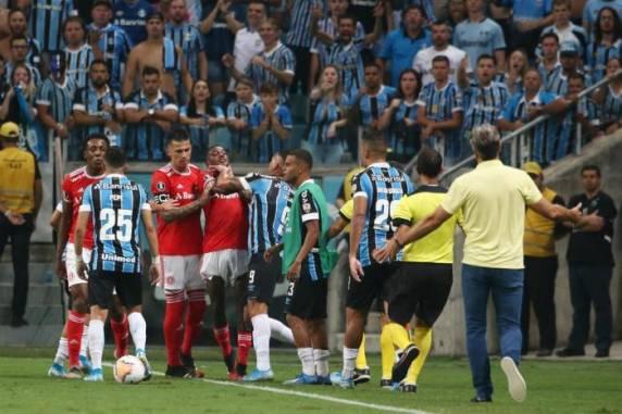 Clássico ficou marcado por confusão no empate em 0 a 0 - Foto:Jefferson Botega / Agencia RBS