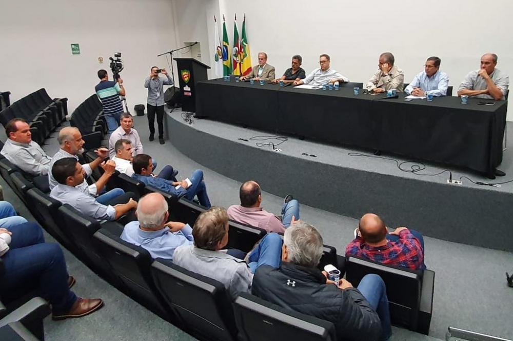 Entidade se reuniu com representantes dos 12 clubes que disputam a primeira divisão. Foto: Rodrigo Oliveira / Agência RBS