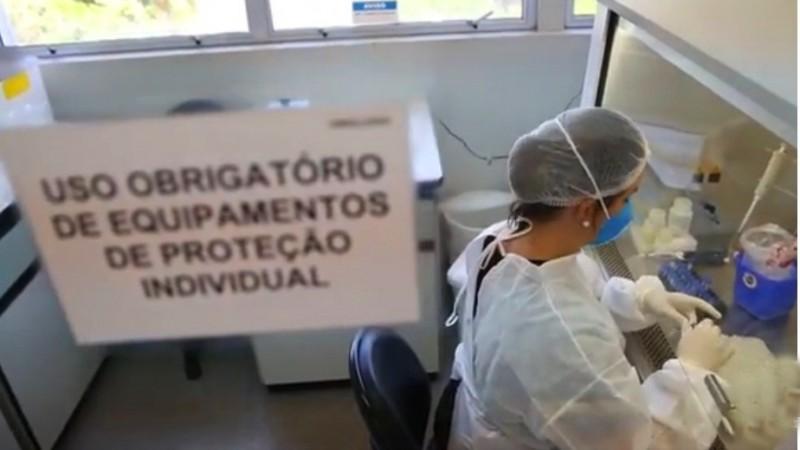 A cada nova rodada, normalmente de 30 exames, Lacen informa casos positivos para Covid-19 - Foto: Luís André / Secom