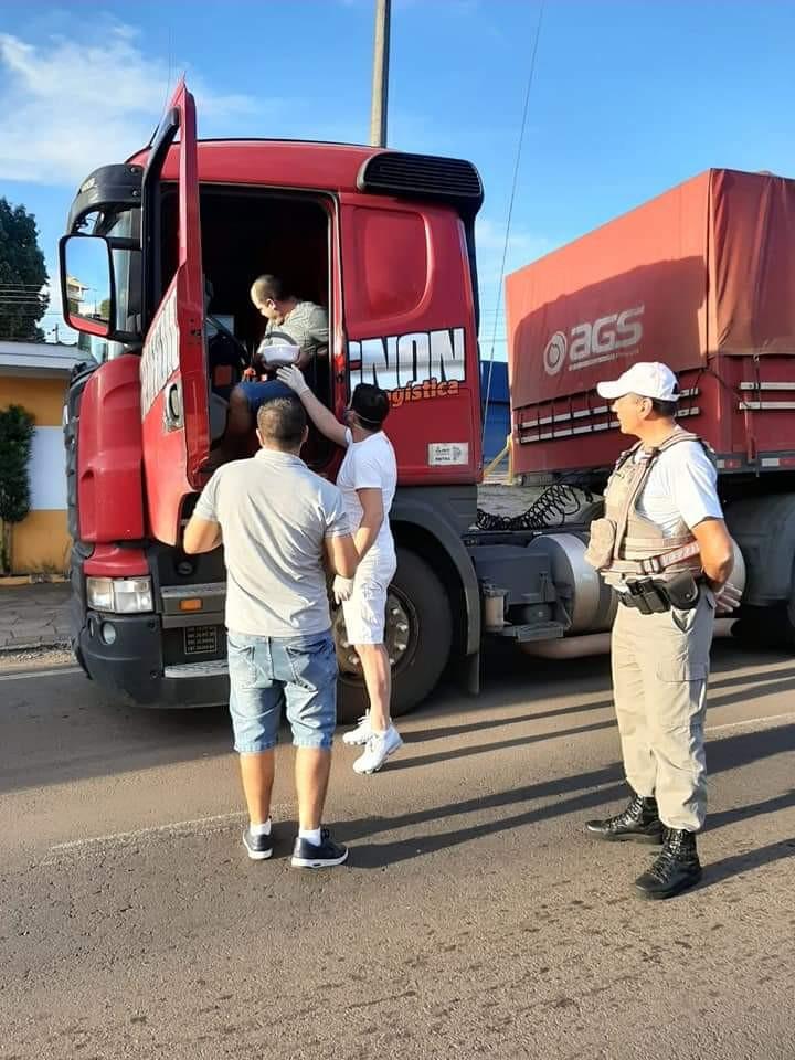 1° BRBM realiza Ação Solidária aos Caminhoneiros na ERS-324.