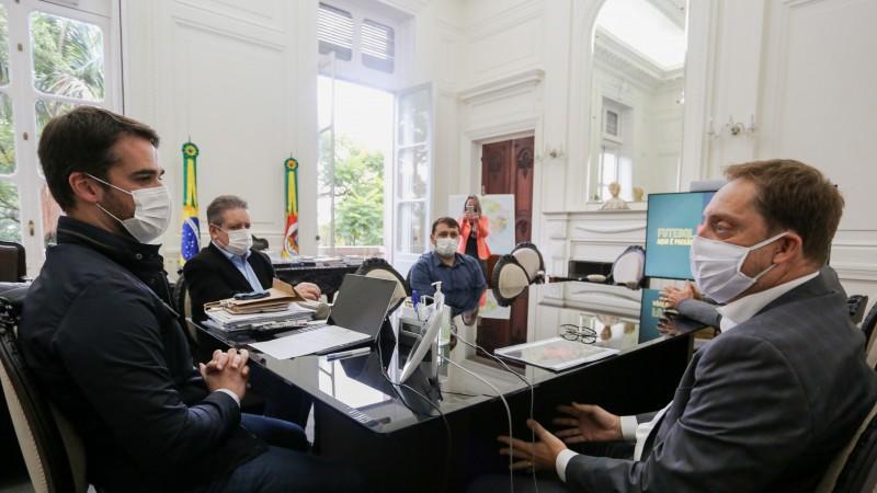 Governador Leite e secretários receberam o presidente da Federação Gaúcha de Futebol, Luciano Hocsman - Foto: Felipe Dalla Valle / Palácio Piratini