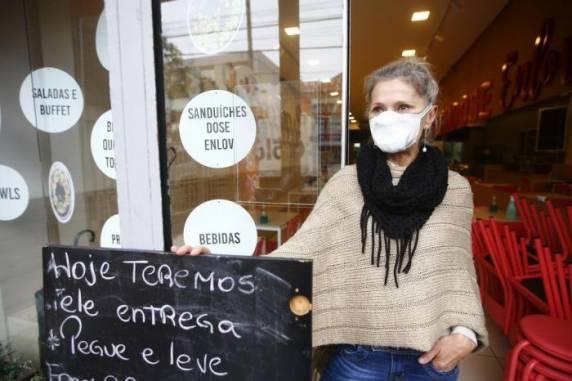 Carla conseguiu liberação de um empréstimo após 60 dias, mas ainda aguarda retorno de banco para obter mais recursos - Foto: Félix Zucco/Agencia RBS