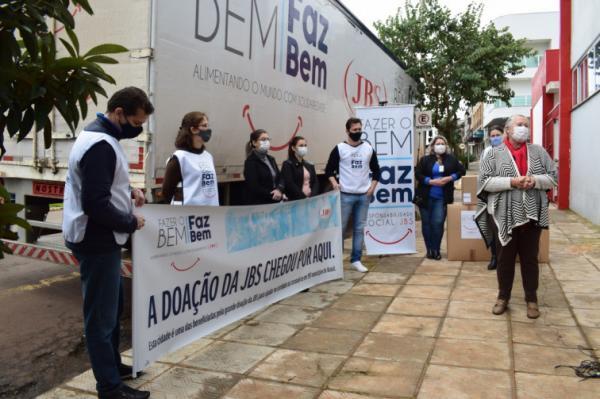Entrega das doações foi realizada na tarde da segunda-feira (06/07) (Foto: Divulgação/ASCOM Tenente Portela)