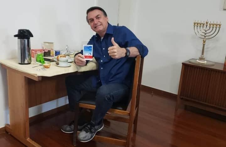 Presidente postou nas redes sociais a informação de que não está mais com o vírus. Foto: Facebook/Jair Messias Bolsonaro