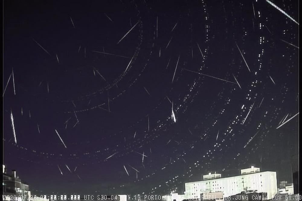 Somatória de meteoros registrados em três dias por uma mesma câmera em Taquara - 234 meteoros — Foto: Divulgação/Observatório Espacial Heller & Jung