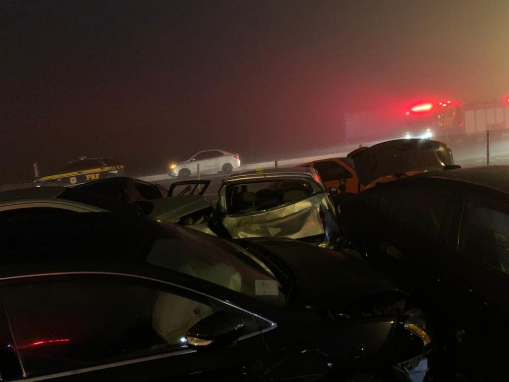 Oito pessoas morreram e pelo menos 23 ficaram feridas no acidente, de acordo com a PRF — Foto: Cícero Bittencourt/RPC