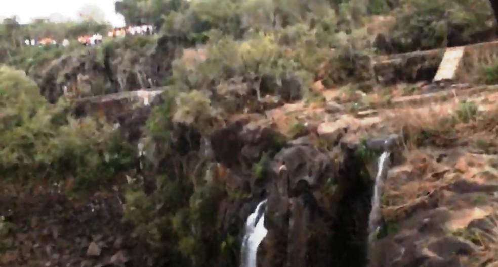 Duas amigas morrem ao cair em cachoeira de 30 metros em Santa Catarina