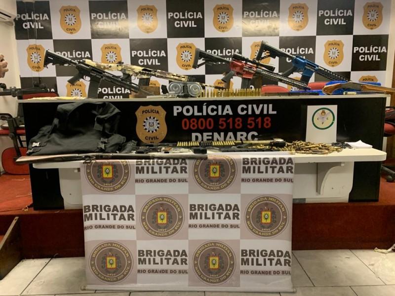 Fuzis, espingarda e rifle estão entre as armas apreendidas. Foto: Polícia Civil/Divulgação