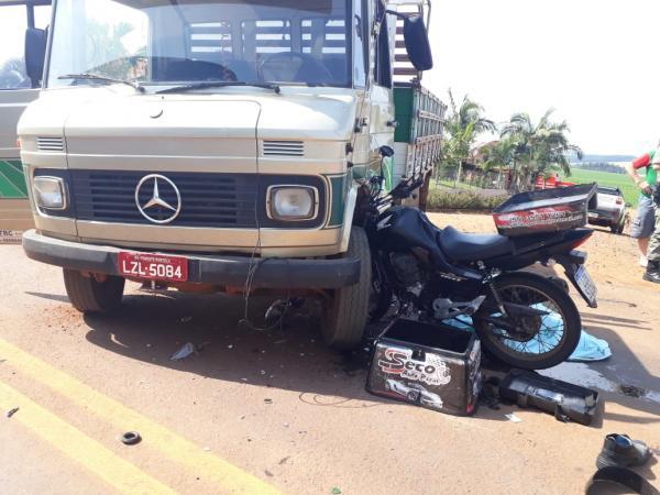 A colisão ocorreu bem em frente ao Salão Comunitário da Comunidade de Santo Antônio de Cedro Marcado - Foto: Divulgação WhatsApp