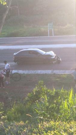 Após o acidente o condutor abandonou o veículo - Foto: Reprodução