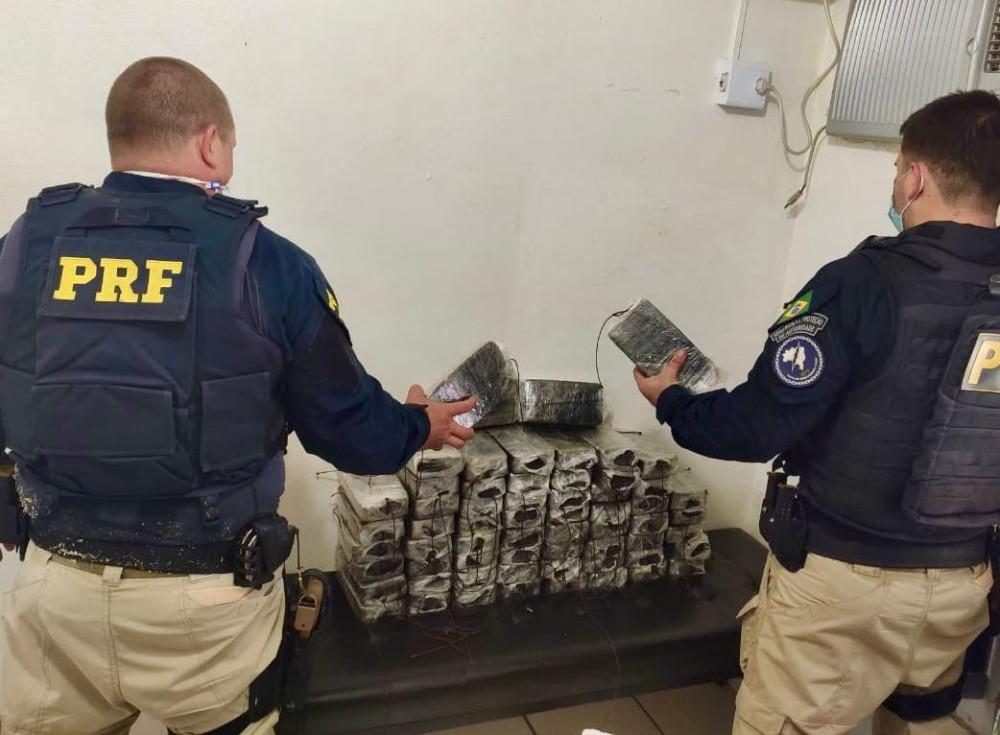 PRF flagra traficante com 60 quilos de crack escondidos em compartimento falso na BR 468 em Santo Augusto