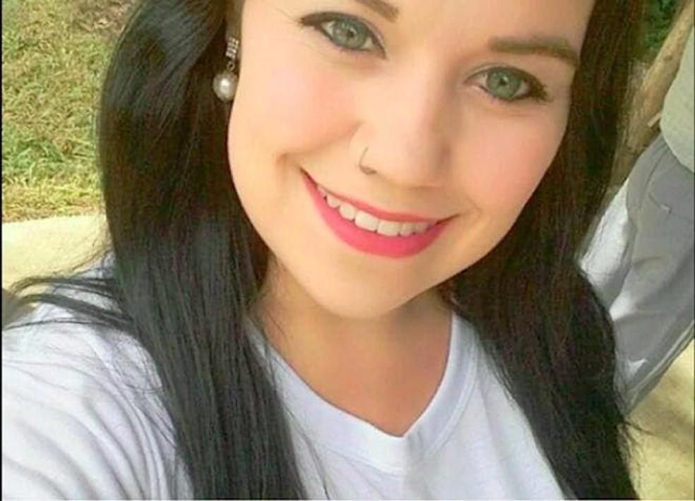 Suspeita é de que Alana Oliveira, de 25 anos, tenha sido morta pelo companheiro — Foto: Arquivo Pessoal/ Reprodução