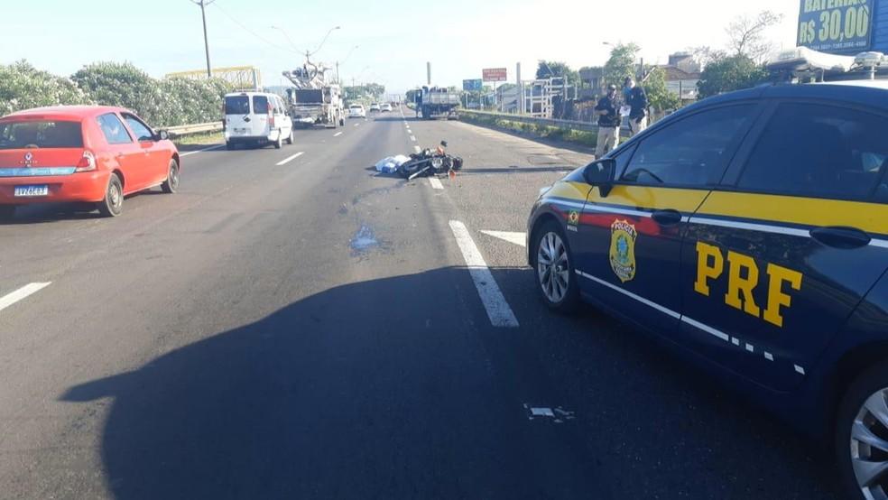 Acidente que vitimou motociclista ocorreu no início da manhã desta quinta-feira (19) — Foto: Divulgação / PRF