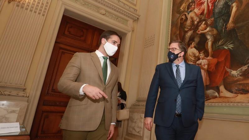 Governador Leite e embaixador Chapman falaram sobre oportunidades em que RS e EUA podem trabalhar em cooperação - Foto: Itamar Aguiar / Palácio Piratini