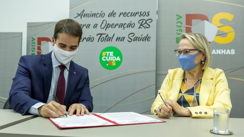Portaria assinada pelo governador em transmissão ao vivo garante recursos para ações de prevenção ao contágio do coronavírus - Foto: Gustavo Mansur / Palácio Piratini