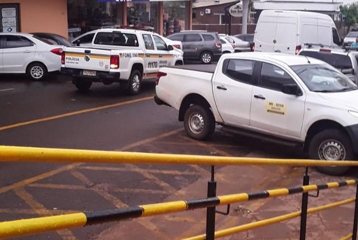 Colisão entre Van e camioneta da Sesai é registrado em Tenente Portela