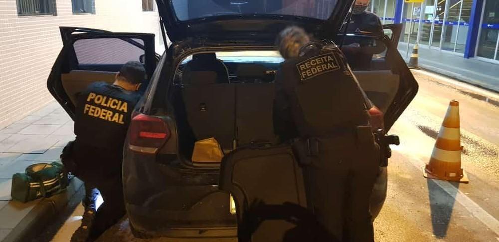 Pai e filho são presos com R$ 435 mil escondidos dentro de bancos de carro no Chuí