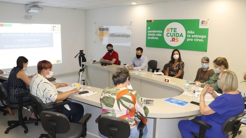 Em reunião nesta quarta (13), equipe da Secretaria da Saúde alinha estratégias para a logística de vacinação no RS - Foto: Marília Bissigo / Ascom SES