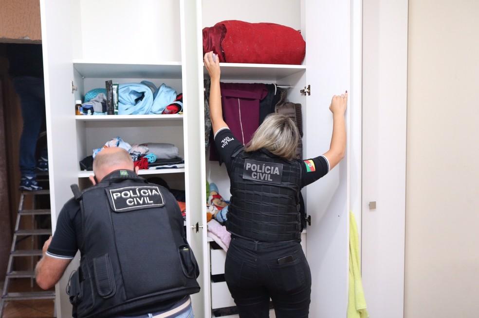 Polícia cumpriu oito mandados de busca e apreensão e três de prisão preventiva — Foto: Divulgação / Polícia Civil