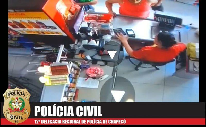Vídeo em que aparece criança sendo ferida é apurado pela equipe da DPCAMI de Chapecó (Foto: Polícia Civil)