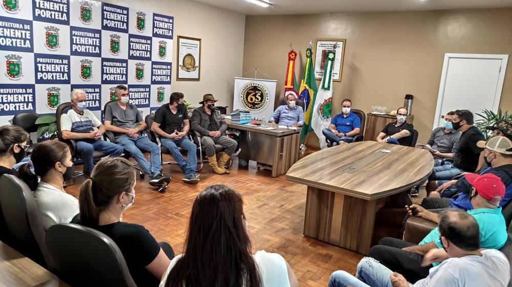 eunião no gabinete da Prefeitura de Tenente Portela (Foto: Assessoria de Comunicação / Prefeitura de Tenente Portela)