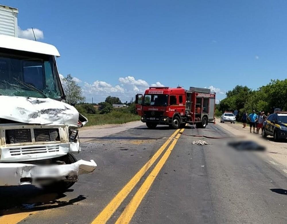 Colisão entre três veículos deixou homem morto em Camaquã — Foto: Divulgação / PRF