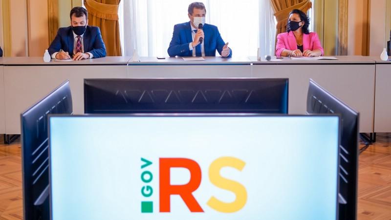 Secretário Artur Lemos, governador em exercício, Ernani Polo, e a presidente da Fepam, Marjorie Kauffmann - Foto: Joel Vargas / ALRS / Divulgação