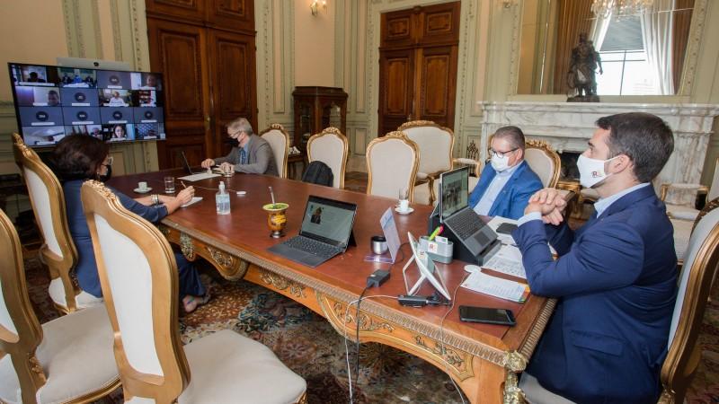 Governador Leite, vice Ranolfo, secretário Luís Lamb e secretária Tânia Moreira na reunião com integrantes da Famurs - Foto: Felipe Dalla Valle