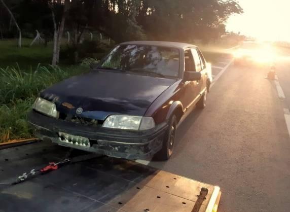 PRF impede roubo a carreta do RS acidentada em Santa Catarina