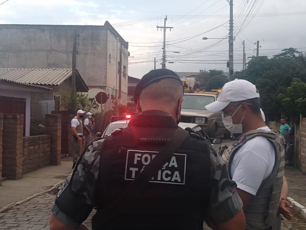 Veículos que eram usados como ponto de prostituição são apreendidos pela Brigada Militar no RS