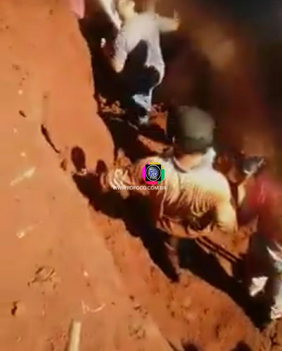 Redentora: Trabalhadores são resgatados após desmoronamento de terra; VEJA VÍDEO