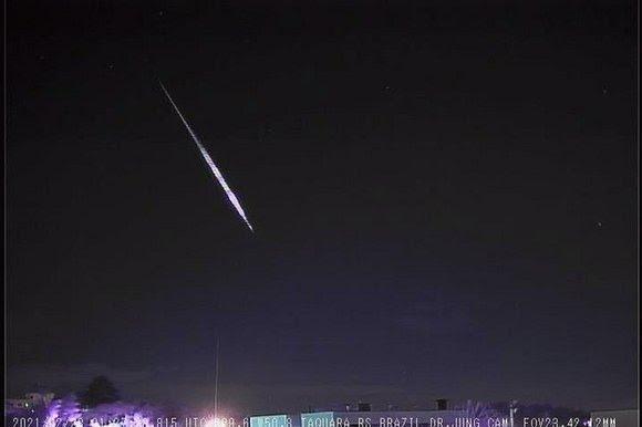 Meteoro registrado pelo Observatório Espacial Heller & Jung, às 22h27, deste sábado (27) - Foto: Divulgação/Observatório Espacial Heller & Jung