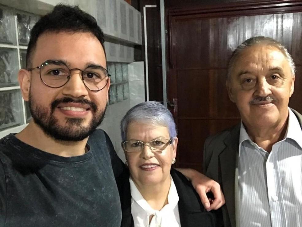 Jovane e os pais, Nevolanda e João Miguel — Foto: Arquivo pessoal