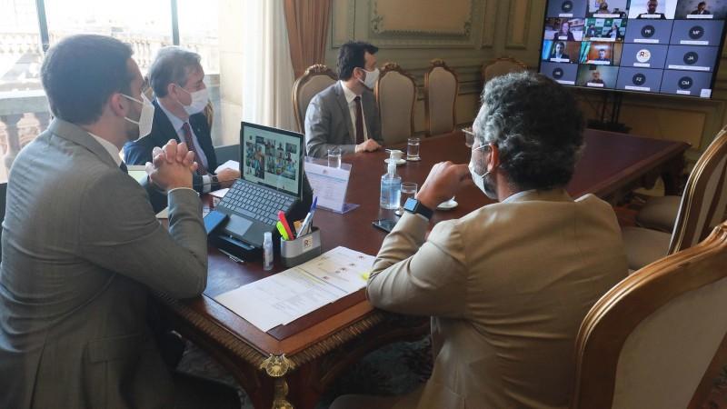 Leite detalhou projetos que têm o intuito de estimular o desenvolvimento econômico como estratégia de enfrentar a pandemia - Foto: Itamar Aguiar/Palácio Piratini